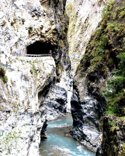 太魯閣九曲洞 。Tunnels of nine turns. Hualien 九曲洞 太魯閣 Taking Photos Enjoying Life Tourists Enjoying The Sights