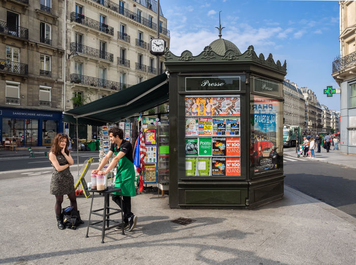 Come Together Right Now Happy In Relaxed Paris Investing In Quality Of Life Streetscene Paris Wishful Thinking City Flirt Friendship Real People Togetherness