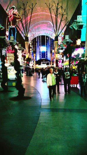 Learn & Shoot: Layering Vegas  Fremontstreetexperience Life In Motion lif