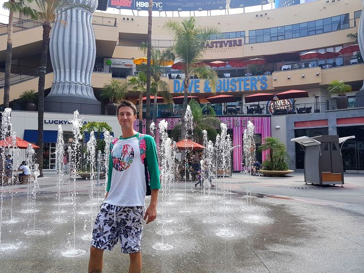 Fountain California Hollywood Shops Water Spraying Men Standing Motion Sky Casual Clothing