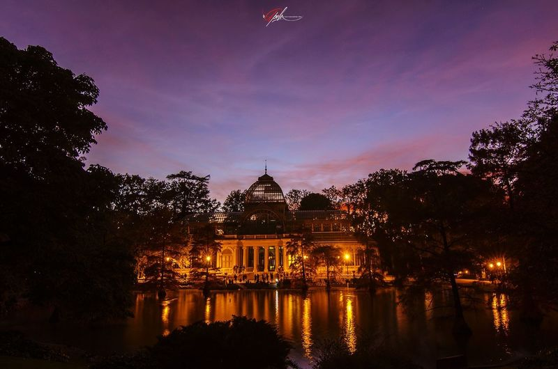 Palacio de cristal #photography #EyeEmNewHere #EyeEm #madrid Politics And Government City Tree Illuminated Dome Sunset Reflection River Sky Architecture Palace