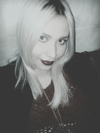 Hi! That's Me Hello World Beuty Blondehair Rock And Roll Dark Model Blond Girl Me