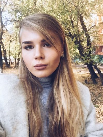 the wether is fantastic,one of the best day in my life !😊📷 Long Hair Lifestyles Portrait Young Women Looking At Camera Blond Hair Casual Clothing Outdoors Beauty Design Fashion Photography Fashion&love&beauty Fashion Follow_me Following Likeforlike Beatiful Like Followme Ukraine Kiev Colorful Autumn Warm Colors Self Portrait