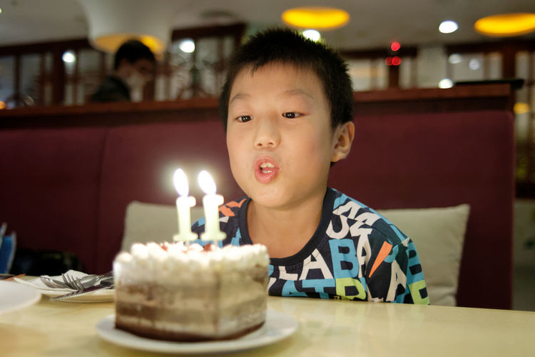 Candle Cake Birthday Cake Birthday Child Childhood Birthday Candles Sweet Table Sweet Food Dessert Illuminated Indoors  Anniversary Flame Males  Fire Event Food And Drink Portrait Innocence Temptation