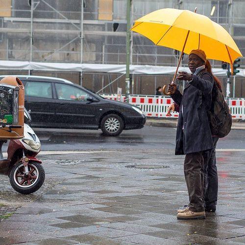 Berlinschöneberg Schoeneberg Schöneberg Hauptstrasse Streetphotography Loves_umbrella Streetpeople