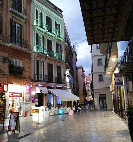 Málaga. Streetphotography Mobilegrapher Huaweig8 Malagacity Malaga Huawei Mobilephoto Mobileart Mobilephotography Color Photography Andalucía Spain ✈️🇪🇸 España🇪🇸 Mobilegraphy Nightphotography Night Nightlife