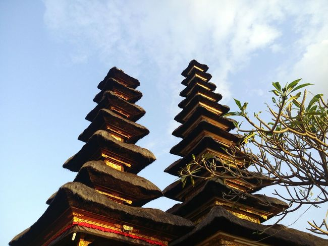 Peace And Quiet Temple Architecture Temple Of Heaven Remainedstrong Balinese Dancer Architectural Detail Architecturephotography Balinese Architecture Hindus Thegreatoutdoors-2016eyeemawards