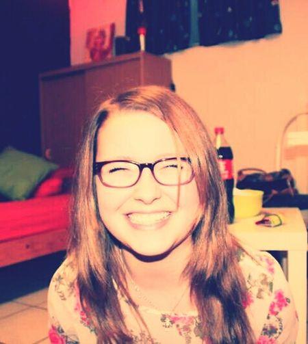 Ich lache für mein leben gern,denn ohne ein lachen wäre das leben nur halb so schön :D That's Me Remember Never Give Up, Life Is Full Of Wonderful Thing .