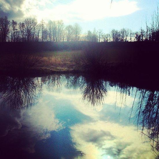 Wypad Nad Jeziorko Slonecznie przyjemne popoludnie odbicie nieba