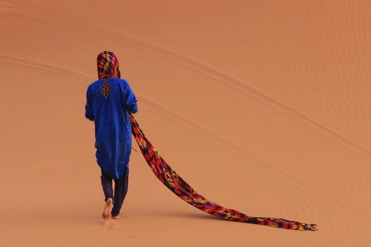 Connected By Travel People One Person Young Adult Morocco Morocco Travel Morocco_travel MoroccoTrip Morocco 🇲🇦 Merzouga Merzouga Sahara Desert Trippin Merzouga Desert Erg Chebbi Erg Chebbi Desert Desert Hamid Berber  Berbere Bereber Amazigh Amazigh ♥♥ Touareg Touareg In The Desert Turban Africa First Eyeem Photo
