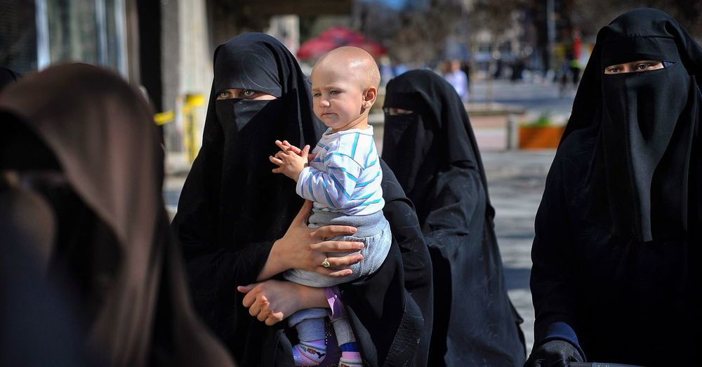 EyeEm Diversity Women Around The World Religion Women People Documentary Culture Girls Islam Hijab Girl Childhood Traditional Clothing Humanrights EyeEm Diversity The Photojournalist - 2017 EyeEm Awards The Portraitist - 2017 EyeEm Awards The Week On EyeEm