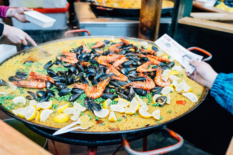 Market Paella Shrimp Business Food Food And Drink Human Hand Indoors  Market Stall Mussels Seafood Shrimp - Seafood