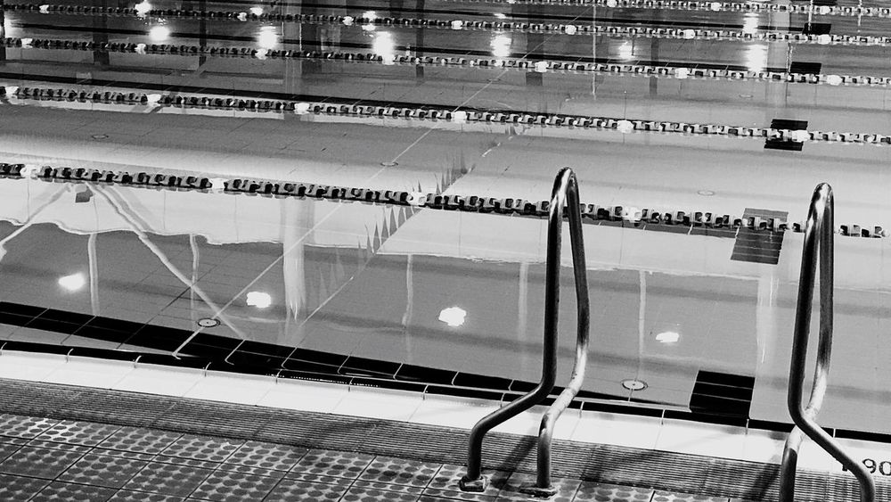 Swimming Pool Swimmingpool Swimming Swimming Pools Public Pool Swimming Pool At Night Schwimmhalle Schwimmbad Schwimmbecken Schwimmbad Verlassen Schwimmen Swim Lanes Schwimm Bahnen schwimmbahn Indoor Pool Hallenbad Blackandwhite Black And White Black & White Black And White Photography Blackandwhite Photography Black&white Blackandwhitephotography Schwarzweiß Schwarz & Weiß Pool Ladder