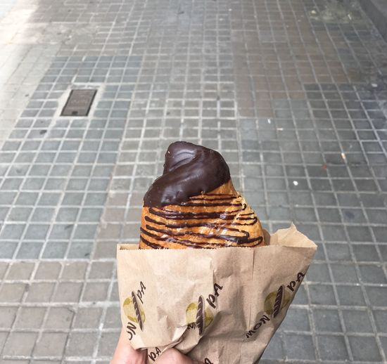 Solotraveler Traveling Travel Travel Destinations Barcelona Breakfast Sweet Food Chocolate Croissant Bread Croissant Healthy Eating One Person Food Food And Drink Footpath Day Real People Indulgence High Angle View Sweet Food Unhealthy Eating Outdoors Freshness Sweet Ready-to-eat Holding Unrecognizable Person Dessert Clothing Lifestyles