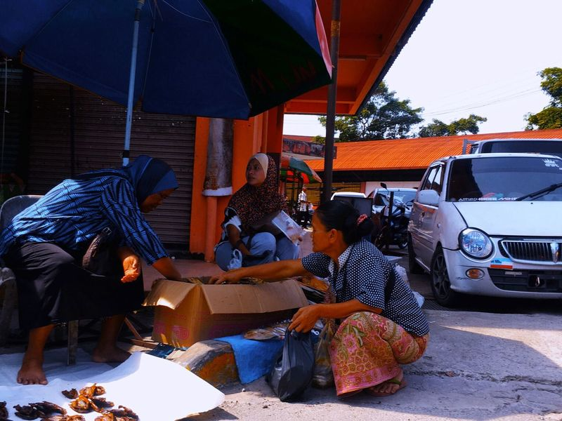 Street of Tuaran Real People Sitting Full Length Women Street Photography Streetphotography Transactions Fleamarket