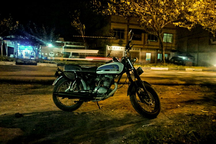 night with my girl | Night Lights Nightphotography Night Photography Night Vintage Motorcycles Rider Biker Old Motorcycle Jap Style Caferacer CB100 Streetphotography Street Street Light Taking Photos Eye4photography  Photography In Motion
