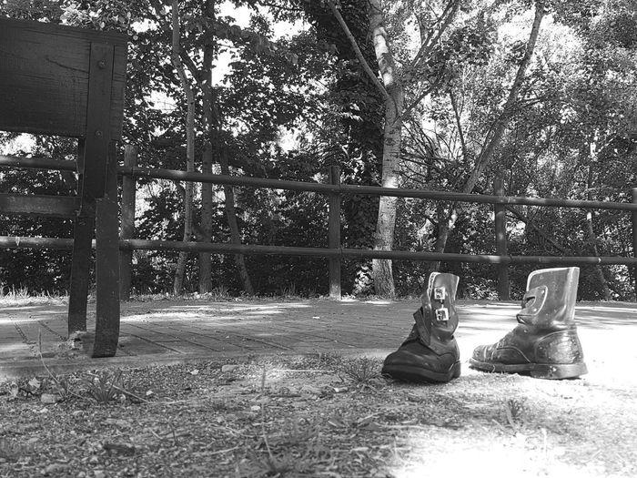The Street Photographer - 2017 EyeEm AwardsDonde Ceniciento olvido sus botas... Outdoors Eyeemphotography Mobilephotography Shootermag Street Photography Mobile Photography EyeEm EyeEmBestPics Eyemphotography EyeEm Best Shots EyeEm Best Edits Eyeemgallery Streetphotography Mobilephoto Black And White Blackandwhite Photography