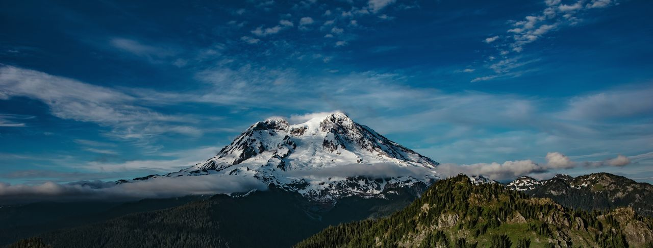 Panoramic view of mount rainier against sky