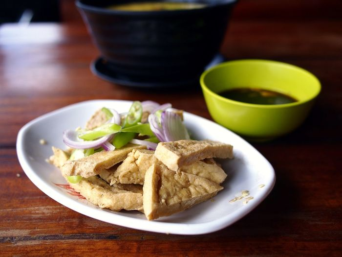 freshly fried tofu and soy sauce dip Tokwa Health Healthy Eating Healthy Food Diet Nutrition Food Food And Drink Fried Tofu Side Dish Meal mealtime Plate Bowl Close-up Food And Drink Sauce Dish Prepared Food Served