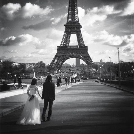 Good Evening, Bonsoir EE_Daily: Black And White EyeEm Bnw BNW PARIS Streetphoto_bw Paris