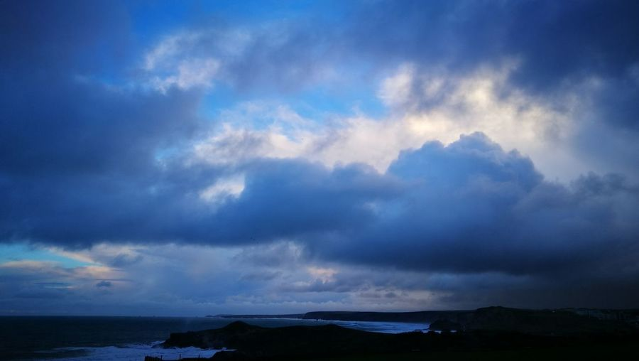 A moody evening Storm Cloud Outdoors Beauty In Nature Sea Dramatic Sky Thunderstorm Storm Power In Nature Scenics Nature Landscape Atlantic Ocean Mother Nature Natural Beauty Huawei P 9 Stormy Skies Stormy Weather Seascape Cloud - Sky Dramatic Sky Cloudscape Beach Naturalworld Nature Photography Cornwall Uk