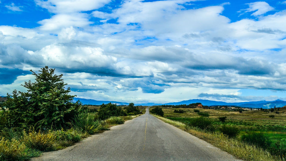 Carretera al desierto. Beauty In Nature Blue Cloud Cloud - Sky Cloudy Country Road Countryside Day Diminishing Perspective Empty Empty Road Grass Landscape Long Mountain Nature Non-urban Scene Road Scenics Sky The Way Forward Tranquil Scene Tranquility Tree Vanishing Point