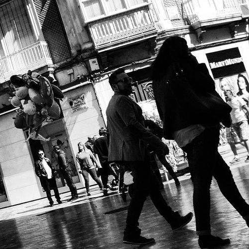 Balloonists or Dance TROUPE in the making... Blackandwhitephotography Blackandwhite Bnw Bnw_maniac Bnwlovers Monochrome Bnw_lover Bnw_lovers Mono Streetphotography Streetphotography Blackandwhite_streetphotography