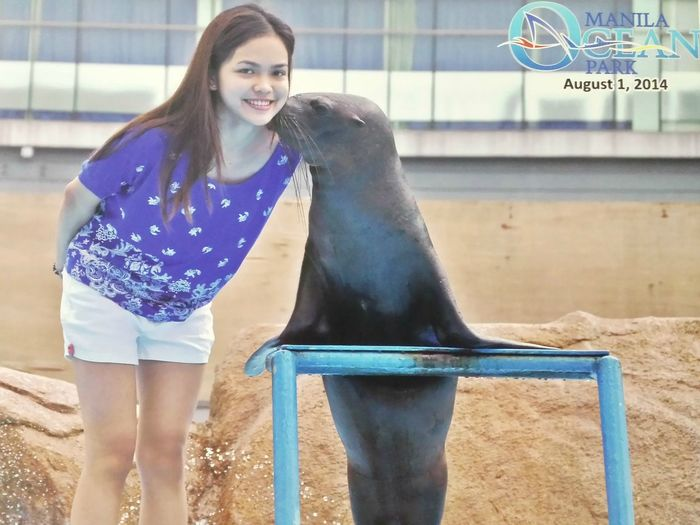 RePicture Wealth Getting kissed by a Sea Lion, Airah. It is not just an ordinary kiss that I would truly never forget! SeaLionShow Manilaoceanpark Philippines