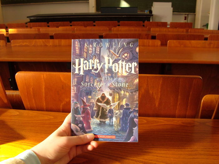Book Buch Harry Potter Harry Potter And The Philosopher's Stone Harrypotter HarryPotterUndDerSteinDerWeisen Harrypottervefelsefetaşı Kitap University