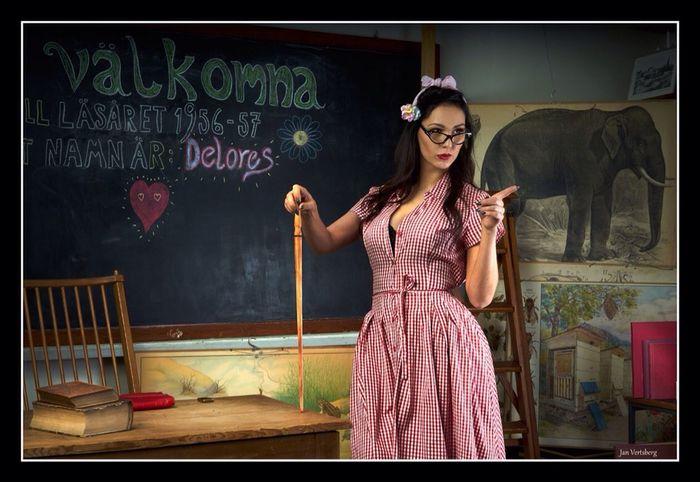 50-tal Sagor Sexigirl Art Beautiful Woman Berättelse Blackboard  Elefant Magic Magiskt Ljus Portrait Skolfröken Surealitisk Under Vattnet Unik Upplaga First Eyeem Photo