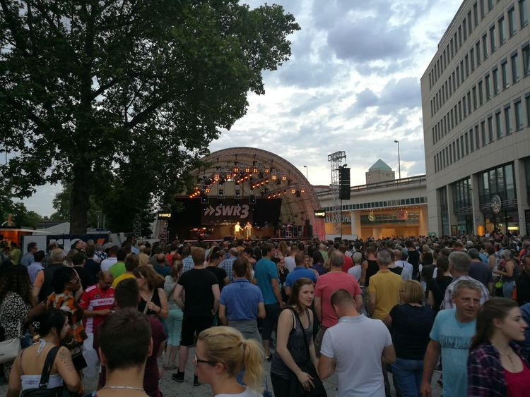 Hello World That's Me Enjoying Life 3 Days Festival My Hometown Stadtfest In Summertime Super Concert Nice Day Enjoying Life Check This Out Hanging Out Hi!