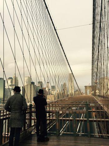Punto De Fuga Lets Take A Picture Friendship Crossing Bridges Brooklyn Bridge / New York Brooklynbridge Brooklyn New York City Urban Landscape Urban Geometry Architecture_collection
