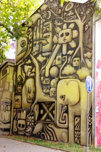 Architecture Day Mural Mural Art No People Outdoors Street Photography Streetart Streetphotography Tree