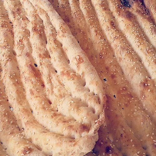 . نان بربری هی تازه بربری هی نان بربری هی تازه بربری هی بربری نان، بربری نان نان بربری بربری نان، بربری نان گنده پرتقال