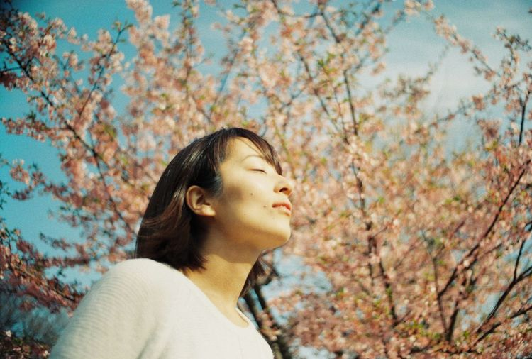 桜 Cherry Blossoms EyeEm Best Shots Filmphotography OneDay. Beautiful Woman Outdoors Nature Flower Sunshine Tokyo Spring Love Window Happy Millennial Pink Lomography Film The Portraitist - 2017 EyeEm Awards The Portraitist - 2017 EyeEm Awards Mix Yourself A Good Time