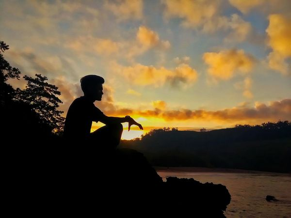 Siluet Siluet Men Water Sky Cloud - Sky One Man Only Sunrise Nature in Blitarianindonesia