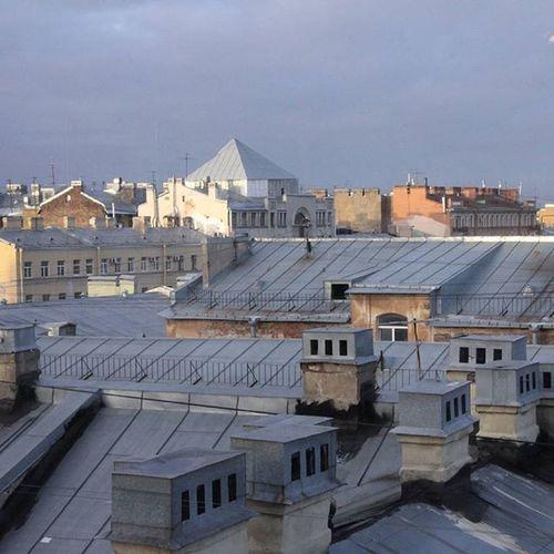 Доброе утро хех (12:45) И оно действительно доброе,когда тебя стаскивают с кровати за ногу,закидывают одеялами и бьют подушками. Спб Spb Spbgram лофтпроектэтажи крыши Roof