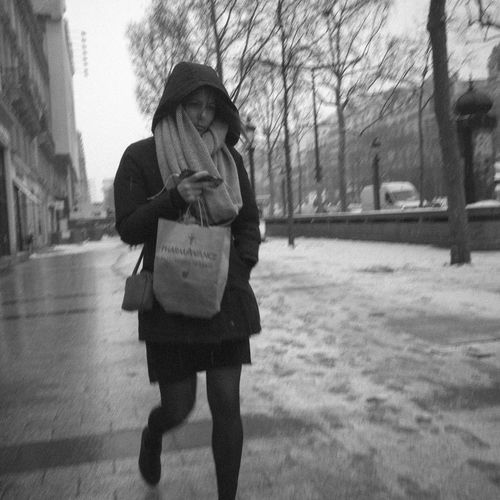RICOH GR 2 Blackandwhite City Lifestyles Monochrome Streetphotography Walking Women