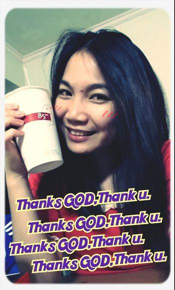 Coffee Time Thanks God 早上上班買咖啡時錯過了得到免費的咖啡,同事說:好可惜……我說:不會啦,一定還會有的!!晚上有了恩典咖啡~感謝愛我們的上帝~