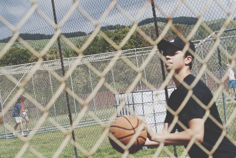 EyeEmNewHere sticking to what I know... Basketball! It's everyone's community. Both new or old. Chainlink Fence Cage People New Community The Week On EyeEm