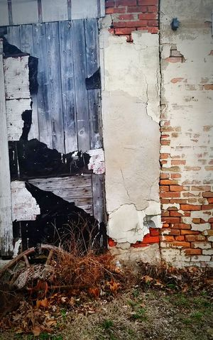 No People Built Structure Architecture Close-up Rusted Old Buildings Abandoned Decay Decayed Beauty Peeling Off Brick