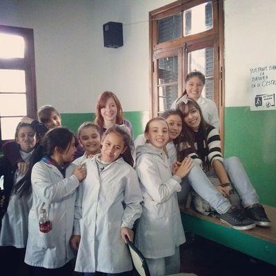 Con las nenas del primario. School