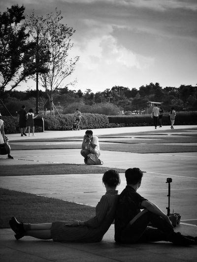 2017/6/25 街拍獵影~第三者的紀錄 於臺南奇美博物館外 Taiwan Museum Bw Couple Date Bw_lover BW_photography B&w Photo B&w Bw Photography B&w Photography Bwphotography Streetphotography Street Street Photography Streetphoto_bw Street Scene Streetphotography_bw b&w street photography Full Length Men Holiday Moments EyeEmNewHere