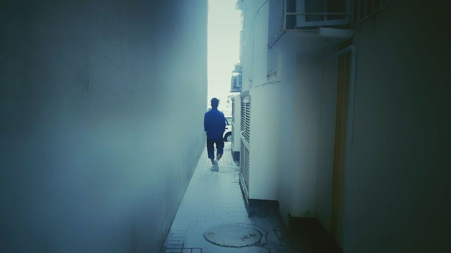 Full Length One Person Prespective Onepointperspective Sillouette Walking Calm Light Close Narrow Street