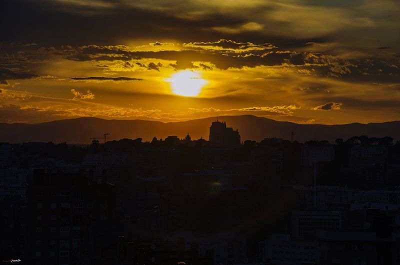 Atardecer Madrid #photography #EyeEmNewHere #streetphotography #EyeEm #madrid #callejeando #eyeemphotography City Cityscape Astronomy Sunset Urban Skyline Mountain Yellow Gold Colored Silhouette Dramatic Sky