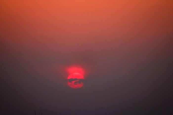 Q Beautiful Sunset Lights And Shadows Red Sun Red Sunset Red Sundown Cretive Light And Shadow Beautiful Nature Softlight Photography