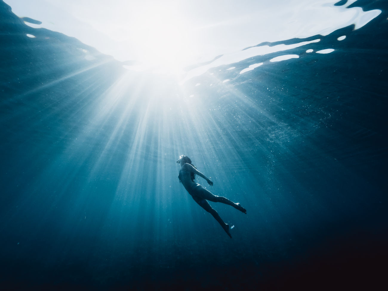 SILHOUETTE MAN SWIMMING IN SEA