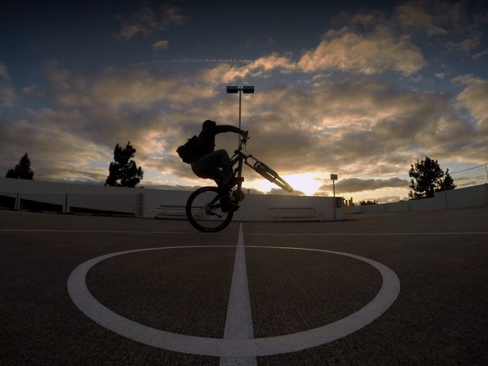 Lieblingsteil twist it Style Bike Bicycle MTB Mountainbike Perspective Action Capturing Movement Motion Sport Cloud - Sky Sky Sunset Outdoors Full Length Lifestyles Extreme Sports Wheelie Wheel Shenanigans