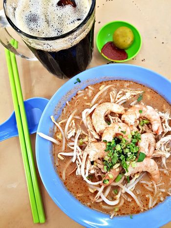 Sarawak Laksa and iced black coffee... Perfect combo 👌🏻 Foodphotography Foodporn Foodgasm Foodie Foodpics Samsungphotography Samsung Galaxy S8 ShotFromTheGalaxy Withgalaxy Sarawak Laksa Sarawak Food Black Coffee Drink Drinking Glass Bowl Table High Angle View Directly Above Plate Close-up Food And Drink