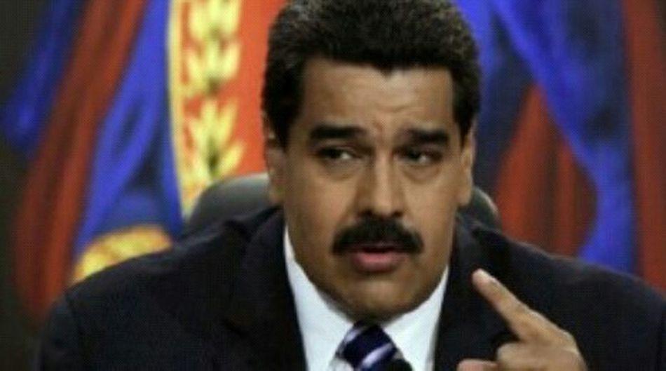 """TODO UN ESTRATEGA Y POLÍTICO DE PAZ: El régimen pide respeto a España luego de que Maduro les sacara """"La Madre"""" Apr 16, 2015 @ 3:00 pm La canciller de Venezuela, Delcy Rodríguez ofreció declaraciones este miércoles luego de su reunión con el embajador de España en Caracas, Antonio Pérez-Hernández y Torra. """"Hacemos un llamado a España para que respete la soberanía de Venezuela y a su Gobierno"""", dijo. """"Estamos realizando revisiones """"exhaustivas"""" con respecto a las relaciones entre Venezuela y España"""", señaló Rodríguez tras afirmar que de ser necesario exigirán todos los días el respeto a las normas que rigen el derecho internacional para las relaciones internacionales. Asimismo, manifestó haberle leído al embajador español las declaraciones de los últimos 6 meses sobre la llegada de autoridades españolas al territorio nacional y el pronunciamente que han realizado contra los poderes públicos. Más temprano La Cancillería venezolana convocó hoy al embajador de España en Caracas, Antonio Pérez-Hernández y Torra, después de que el presidente, Nicolás Maduro, anunciase anoche que prepara medidas de respuesta tras la resolución del Parlamento español en favor de la liberación de opositores venezolanos presos. El diplomático español se reunirá a las 14.00 horas locales (18.30 GMT) con la ministra de Exteriores venezolana, Delcy Rodríguez, informó a Efe la Cancillería, que no precisó los motivos del encuentro. La convocatoria en la sede de la Cancillería del embajador español se produce al día siguiente de que Maduro anunciase que prepara un conjunto de """"respuestas integrales"""" para """"dar la batalla a Madrid"""" y después de que el Ministerio de Exteriores español convocase hoy al embajador venezolano en Madrid, Mario Isea. Maduro dijo anoche que había ordenado a la canciller y al consejo de vicepresidentes de Gobierno que analice la agresión de la que, aseguró, son víctimas los venezolanos """"por parte de las elites corruptas y corrompidas de España"""". Entre el conjunto de """"respuest"""